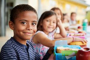 Kinderen lunch in school (c) Shutterstock
